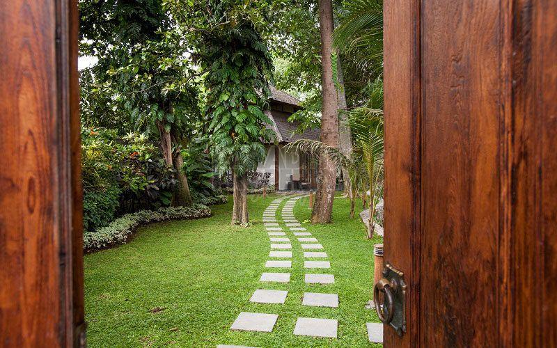 Villa Mewah dengan 7 Kamar Tidur di Kerobokan