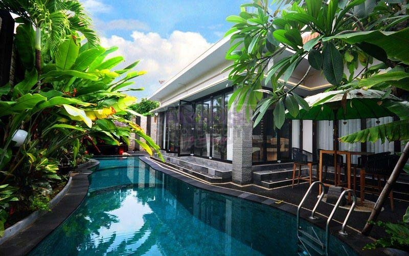 One Level 5 bedrooms Villa, Hak Milik Title, Jimbaran Sea side