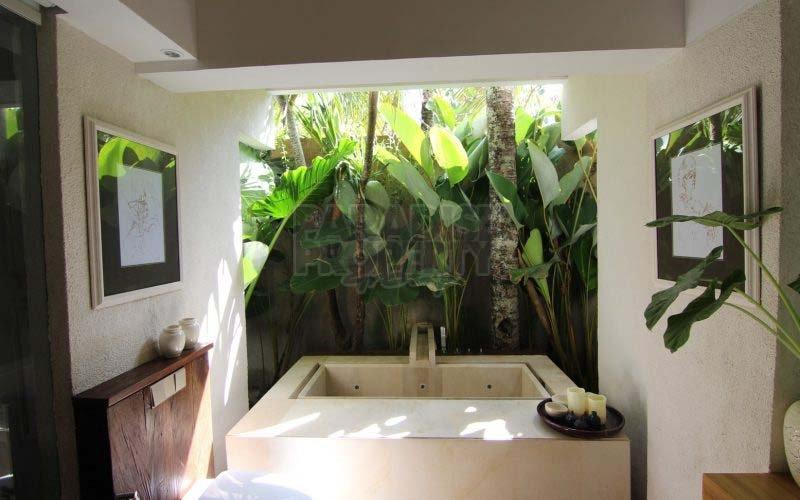 Stylish 3 Bedroom Tropical Villa  Walking Distance to Batu Bolong Beach