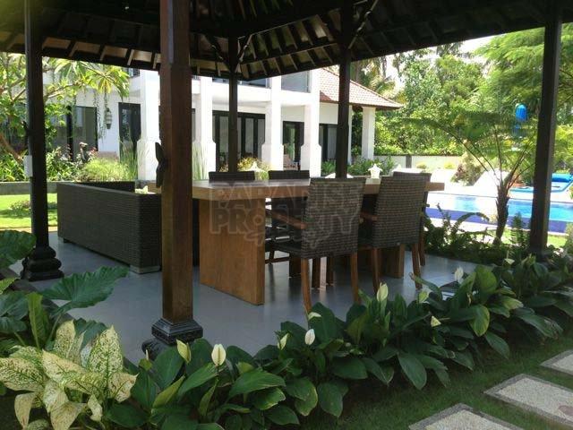 Walking Distance to The Beach 3 Bedroom Villa in Jasri Beach, East Bali