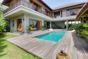 Beautiful 4 BR Leasehold Villa on 6 Are of Land  Walking Distance to Berawa Beach