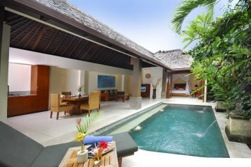 Villa Complex With Hotel HGB title Available.