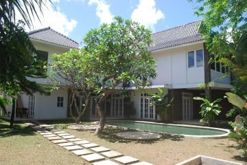 Freehold 4 Bedroom Family Villa Bordering Kerobokan and Umalas