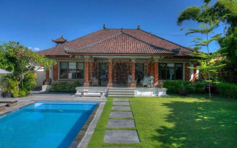 Beautiful House in Sanur on 895 sqm Hak Milik Land