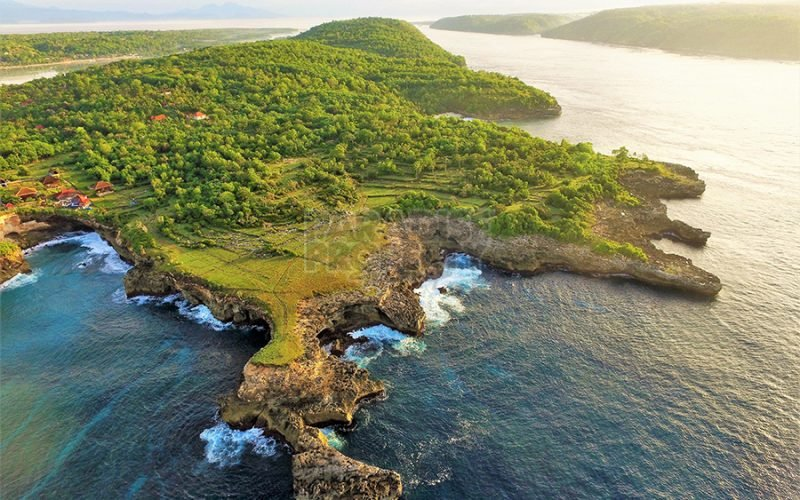 Majestic 3000m2 Vacant Cliff Front Land  On Nusa Ceningan