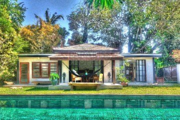 Beautiful Beach house with lush garden in Canggu!