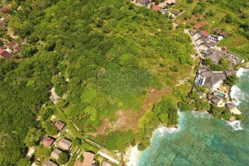 Development Potential Plus On 7300m2 (73 Are) Of  Premium Waterfront Land
