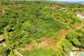 Premium Waterfront Vacant Land 4 Lot Subdivision On Nusa Cenigan – Number 1 Location On the Island.