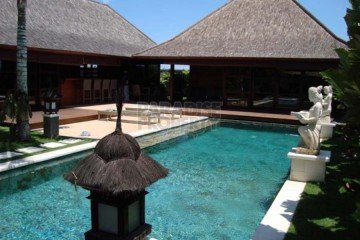 Tropical 2 Bedroom Villa with lush garden for Rent in Sanur