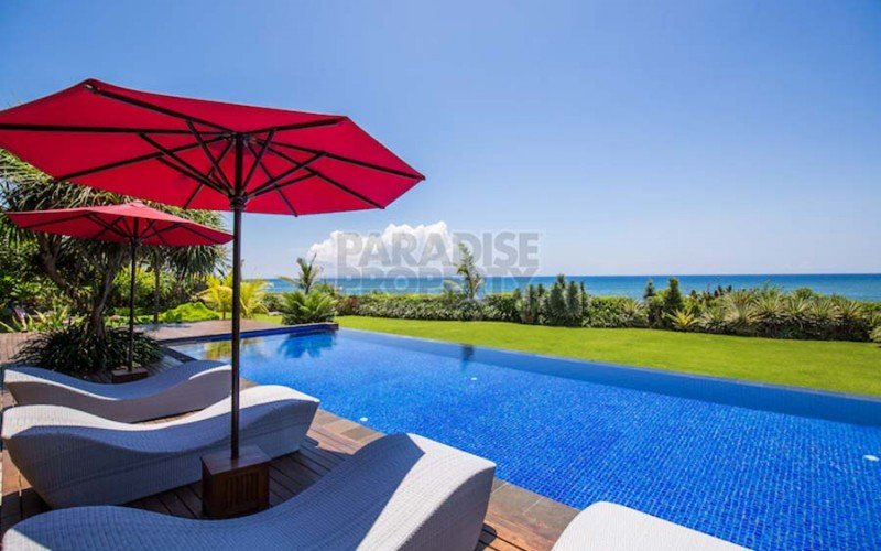 Stylish 6 Bedroom Beachfront Property