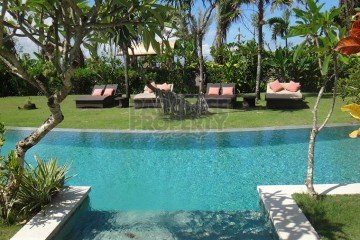 Beachfront Villas and Land in Batubelig – Rare Large 56 Are Block
