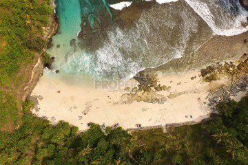 4000m2 Vacant Land Above The Beautiful Secret Beach On The Island Of Nusa Ceningan