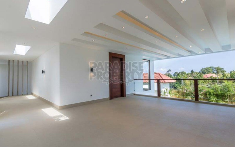 PRICE REDUCED !!! Impeccable 3 Bedroom Luxury Villa in Nyanyi –  Freehold