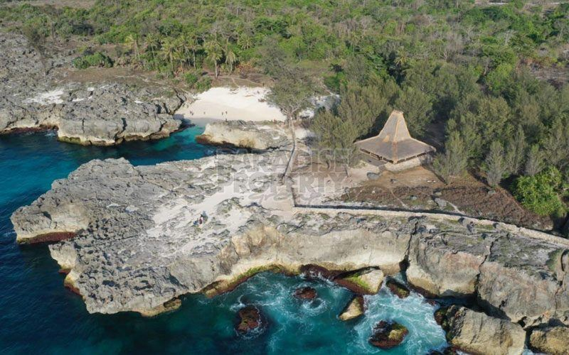 The Most Spectacular Parcel Of Beachfront Vacant Land On Offer In South-West Sumba (Mandorak Beach)