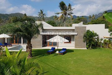 Newly built Beachside Villa SHM in Sengigi, 50 meter from the beach!
