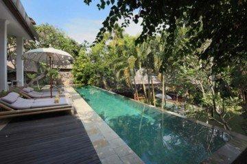 Villa 5 Kamar Tidur Yang Stylish di Lokasi Utama Umalas