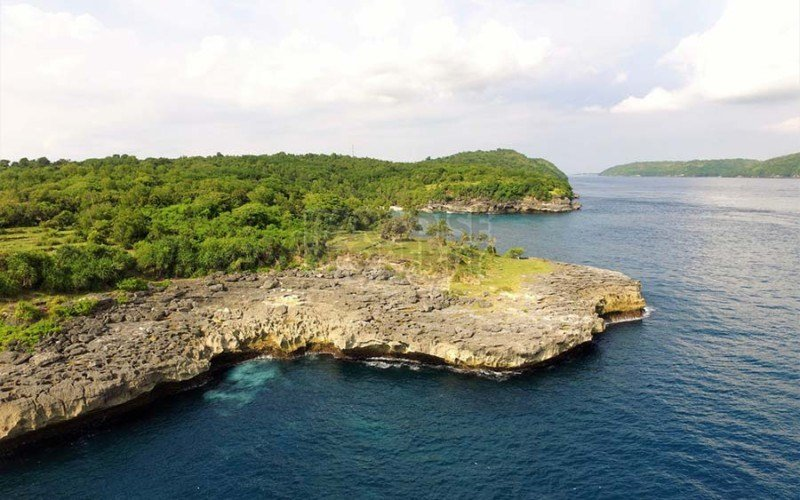 Exceptional 1570m2 Clifftop Vacant Land With Own Cove On the Island Of Nusa Ceningan.
