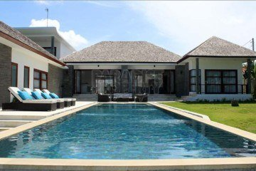 Sophisticated architectural 4+ Bedroom Villa for Sale In Canggu