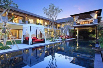 Must See Luxury 5 Bedroom Villa in a Prime Location in Berawa Canggu