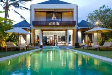 Stones Throw from the Ocean, 3 Bedroom Villa on 8 Are in Sanur, Ketewel