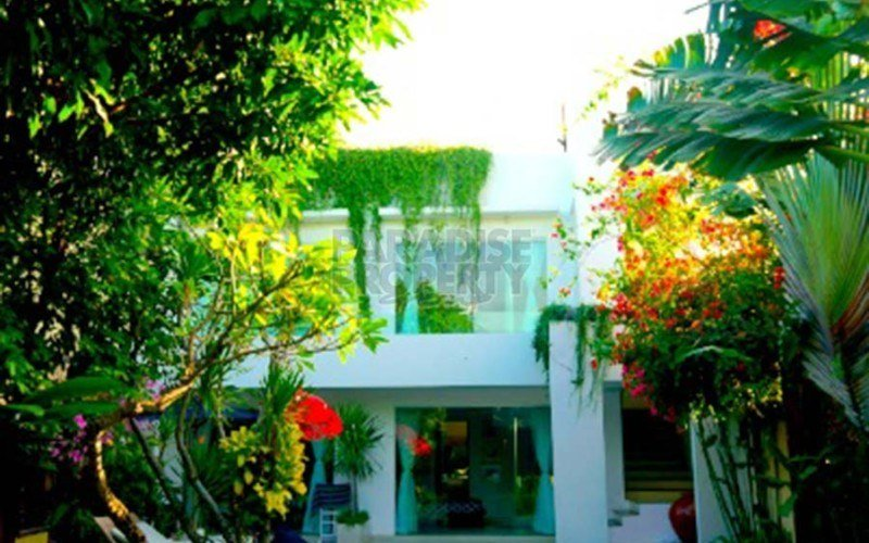 Modern Javanese with Moroccan Rooftop Just Minutes Away to Beach available for Yearly Rental