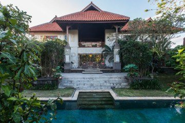 FIRE SALE! 6 Bedroom Hak Milik Villa in a Peaceful Area of Sanur