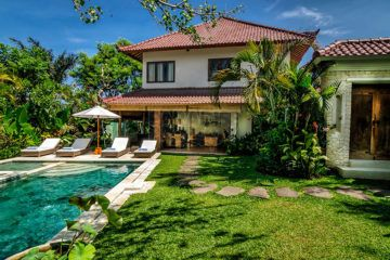 6 Villa Complex for Sale on 34 Are in Oberoi, Seminyak