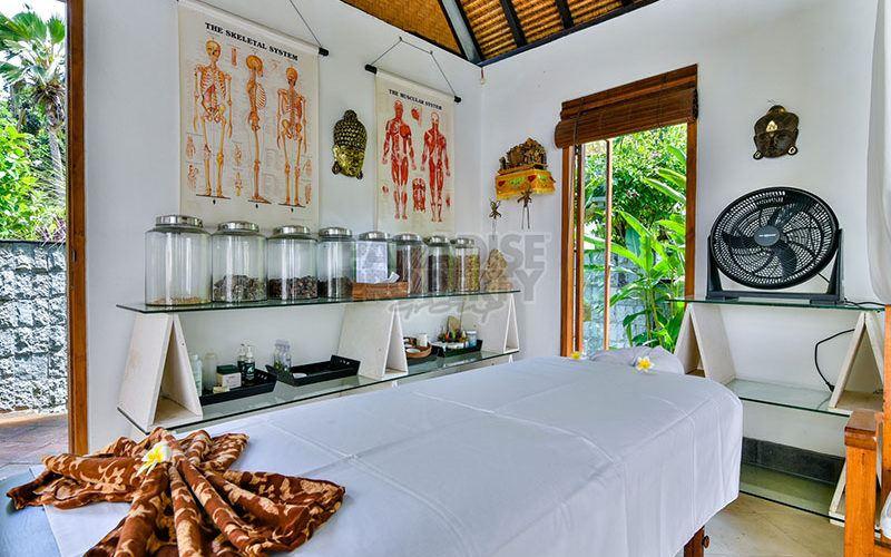 Freehold Beachfront Villa Resort for Sale in North Bali