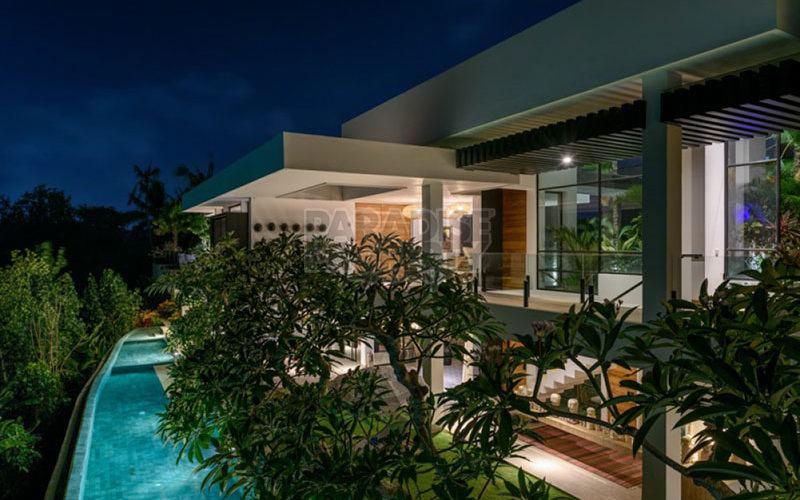 Stylish WOW FACTOR 6 Bedroom Luxury Residence.