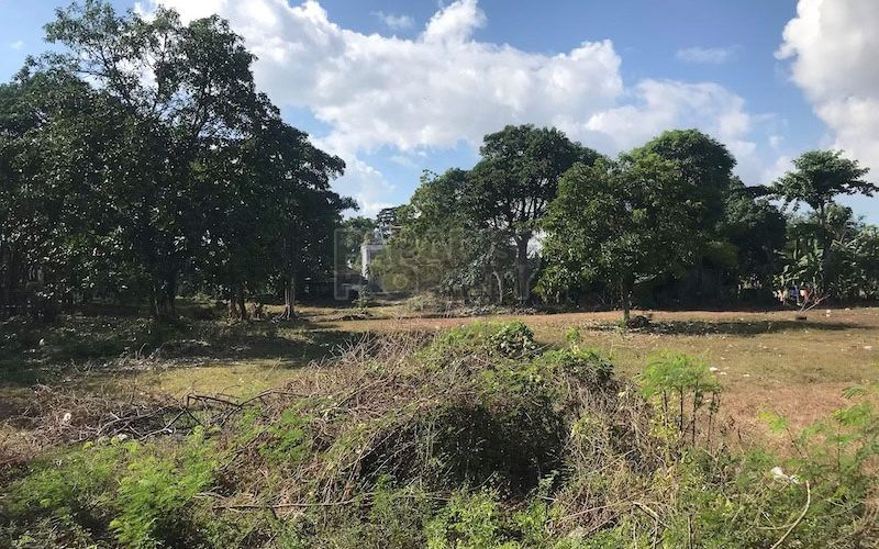 Amazing Plot of Freehold Land Within Walking Distance to the Beach