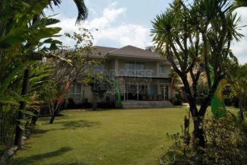 Private Luxury Estate With 4+1 Bedrooms for Rent at Walking Distance to the Beach in Sanur