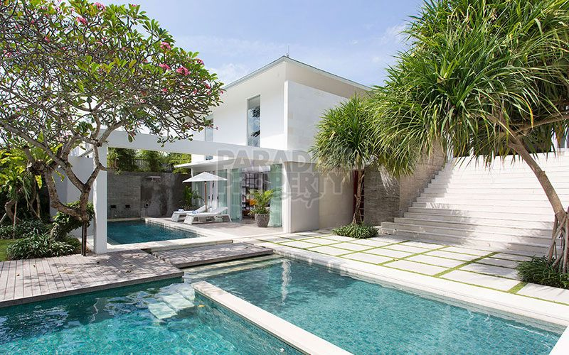 Stunning 6 Bedroom Freehold Luxury Villa 100 Meters from the Beach