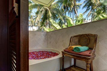 Luxury 4 Bedroom Beach Front Villa For Holiday Rental