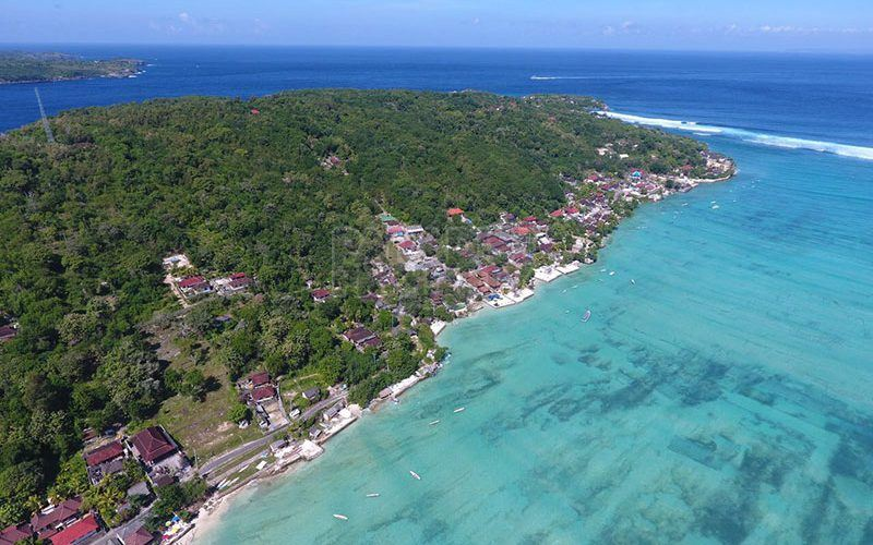 Beachfront 33,05 Are Freehold Land for Sale in Nusa Ceningan