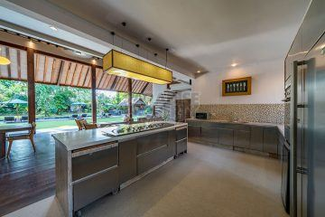 Tropical Jungle Feeling 7 Bedrooms Villa at The Heart of Kerobokan