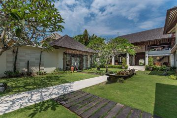 Traditional Minimalist Balinese Design 5 Bedrooms Villa in Canggu