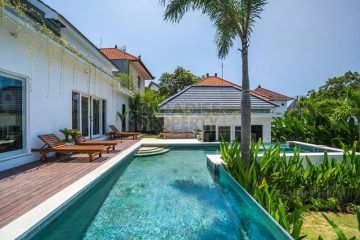 Cozy Villa With 3+1 Bedrooms Near Berawa Beach for Yearly Rental