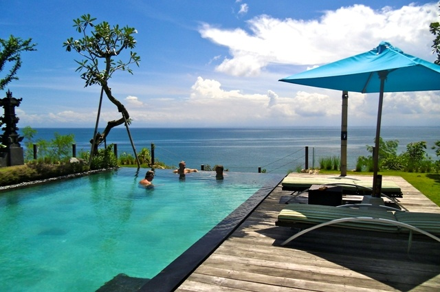 Stunning Must See Tropical 5 bedroom Cliff front Villa Investment