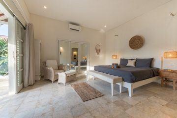 Cozy 6 Bedrooms Villa in Batu Belig with Beach Walking Distance For Rent