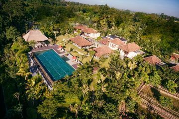 Magnificent 7 Bedroom Villa in Kediri, Tabanan for Sale
