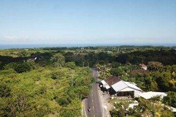 3 Modern Mediterranean Villas in Central Bukit Location